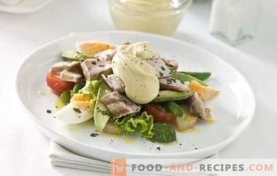 Salate mit Ei und Mayonnaise - ein herzhafter Genuss. Originalrezepte aus Blätterteig und einfachen gemischten Salaten mit Eiern und Mayonnaise