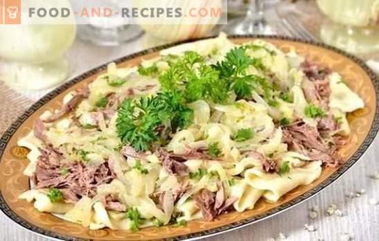 Beshbarmak vom Rind - es lebe die türkische Küche! Rezepte, die beshbarmak Rindfleisch mit Gemüse und Gewürzen nähren