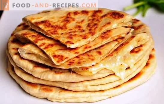 Schnelles Khachapuri in einer Pfanne - einfacher geht es nicht! Khachapuri auf Kefir in einer Pfanne: mit Käse, Gemüse, Fleisch, Hüttenkäse und Kartoffeln