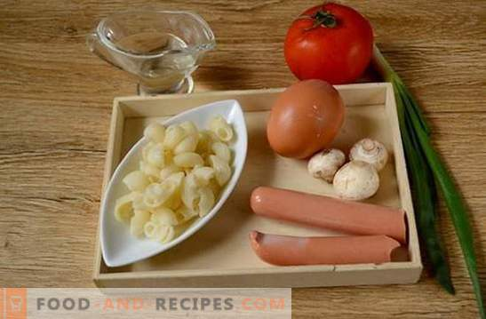 Pasta mit Ei, Wurst und Champignons: eine schnelle Lösung für das Frühstücks- oder Abendessenproblem. Fotorezept: Pasta mit Pilzen und Würstchen kochen, Schritt für Schritt