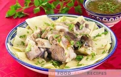 Beshbarmak: Schritt für Schritt Rezepte für ein herzhaftes orientalisches Gericht. Hammelfleisch, Hähnchen, Rindfleisch nach Schritt-für-Schritt-Rezepten
