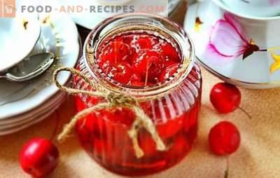 Paradiesische Apfelmarmelade - transparent, mit ganzen Früchten. Economy-Version von klarer Paradies-Apfelmarmelade