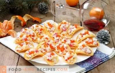 Snacks auf Chips - ungewöhnlich und lecker! Original Snacks auf Pommes aus Käse, Gemüse, Krabbenstäbchen, Fisch und Hühnchen
