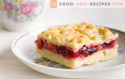 Sandkuchen mit Marmelade: Süßigkeiten aus der Speisekammer. Omas Geheimnisse der Shortbread Jam Pies