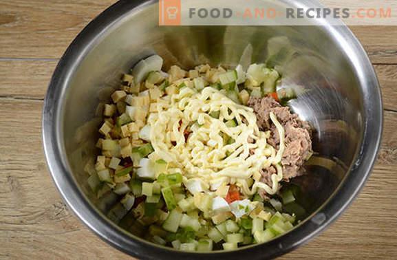 Salat mit Thunfisch und Karotten: für einen Urlaub und für jeden Tag. Schritt für Schritt Fotorezept des Autors für einen einfachen Salat mit Thunfisch in Dosen