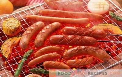 Gegrillte Würstchen - leckerer Snack! Würstchen im Ofen, auf dem Grill grillen: mit Käse, Speck, Schinken, Birnen und Champignons