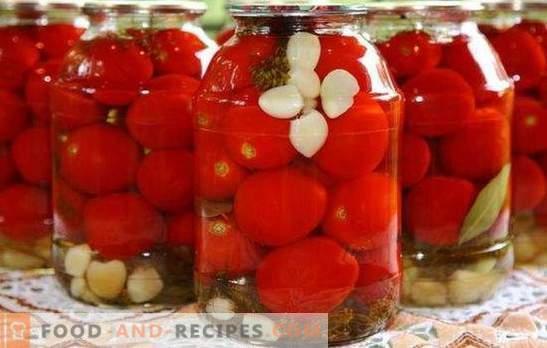 Tomaten mit Knoblauch für den Winter: ein schöner und herzhafter Snack. Verschiedene Rezepte für die Ernte von grünen und roten Tomaten mit Knoblauch für den Winter