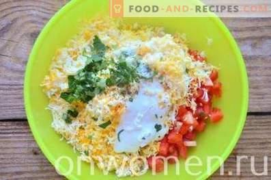Törtchen mit Käse, Tomaten und Eiern