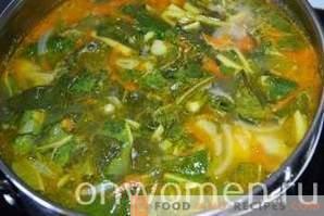 Suppe mit Rhabarber