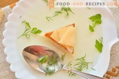 Wie köstliche Hühnerbrühe zubereitet wird