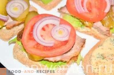 Sandwich mit Schweinefleisch und Gemüse