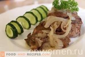 Fleisch mit Zwiebeln in einem langsamen Kocher