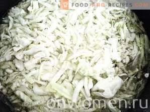 Frische Kohlsuppe mit Hühnchen