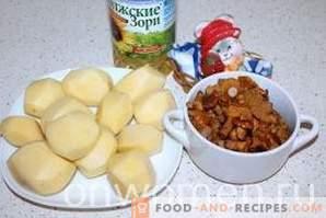 Pommes de terre frites aux girolles dans une cocotte