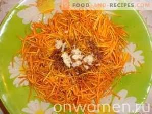 Karotten im koreanischen Stil mit Gewürzen
