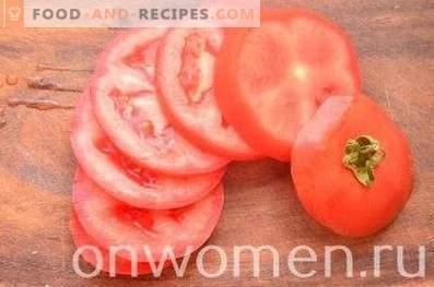 Gebratene Auberginen mit Tomaten und Käse