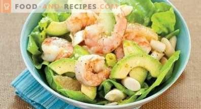 Salate mit Avocado und Garnelen