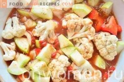 Gemüse mit Tomaten im Ofen.