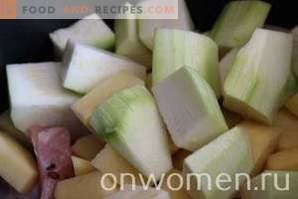 Hähnchen mit Kartoffeln und Zucchini in einem langsamen Kocher
