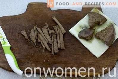 Salat mit Rinderleber und Gewürzgurken