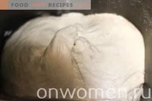 Pastetchen mit Kohl auf Milch im Ofen