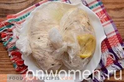 Hühnerbrust-Su-Typ in einem langsamen Kocher