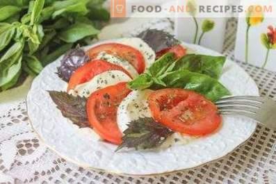 Salate mit Mozzarella und Tomaten