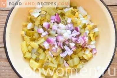 Deutscher Kartoffelsalat mit Wurst