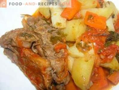 Mit Kartoffeln gedünstetes Lamm in einem langsamen Kocher
