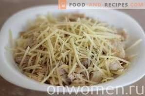 Salat mit Hähnchen, Kohl und Käse