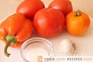 Tomaten mit Paprika und Knoblauch für den Winter