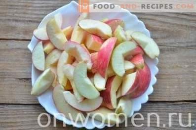 Kompott aus Äpfeln und Pflaumen für den Winter