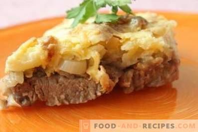 Fleisch mit Käse und Mayonnaise im Ofen