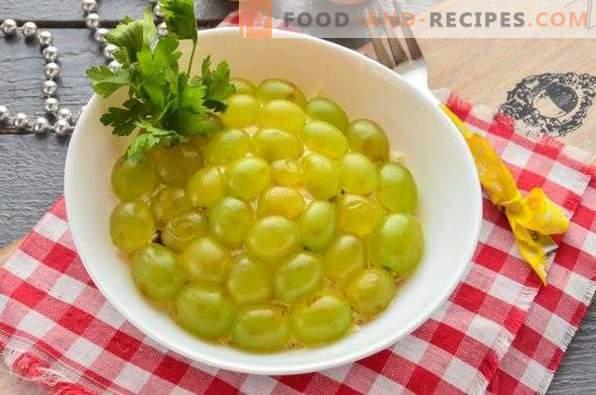 Salat mit Hühnchen, Pflaumen und Trauben