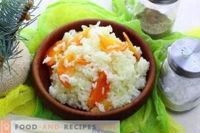 Reis zum Garnieren in einer Pfanne