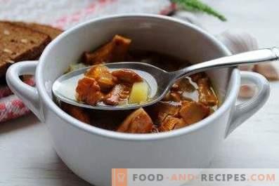 Suppe mit Pfifferlingen