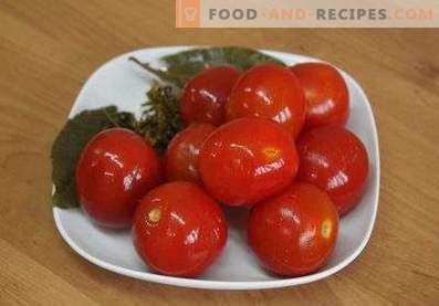 Schnell gesalzene, leicht geschnittene Tomaten