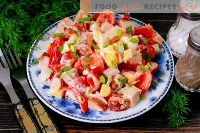 Hähnchen-Tomaten-Salate