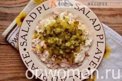 Salate mit Hähnchen, Pflaumen und Walnüssen