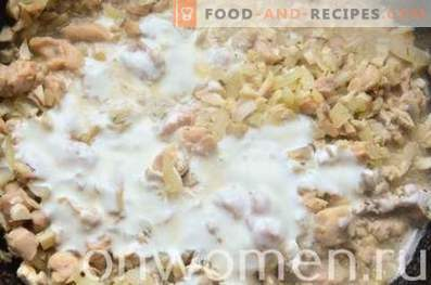 Mit Huhn gefüllte Champignons im Ofen.