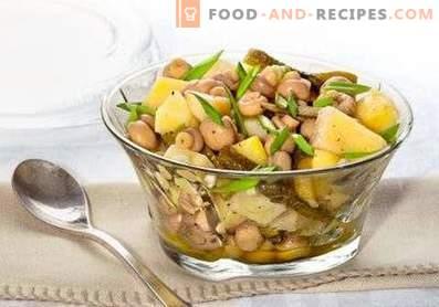Salate mit Champignons aus der Dose