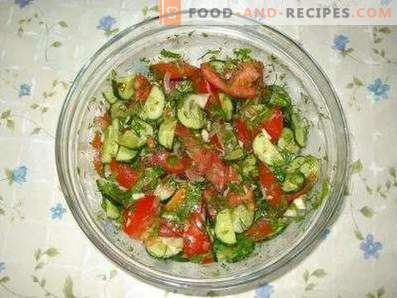 Salate mit Tomaten und Gurken