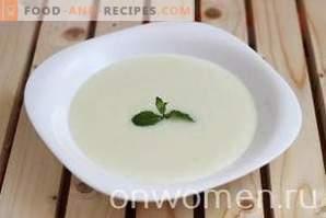 Grießbrei auf Milch in einem langsamen Kocher