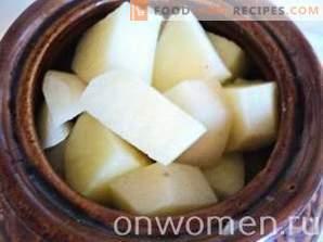 Fleisch mit Topfkartoffeln im Ofen