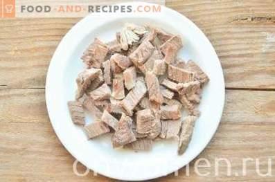 Schichtsalat mit Rindfleisch und Gemüse