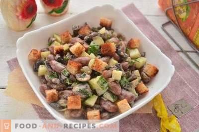 Salat mit Bohnen, Crackern und Champignons