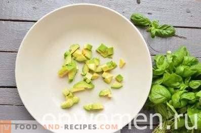 Salat mit Avocado und Gurke