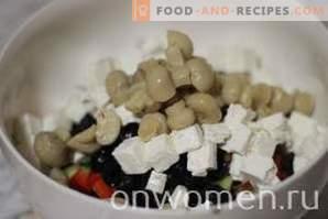 Griechischer Salat mit Pilzen