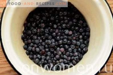 Kompott aus blauen Trauben für den Winter