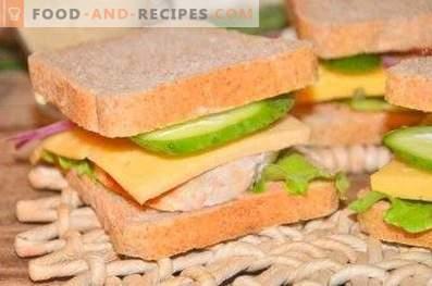 Sandwich mit Hähnchen, Käse und Gemüse
